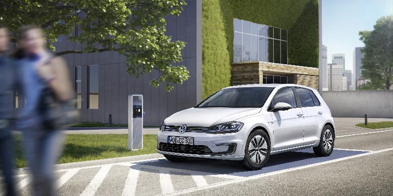 Elektryczny Volkswagen Golf pojedzie 300 km bez ³adowania
